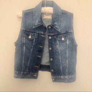 Levi's denim cropped button up vest size M nwot
